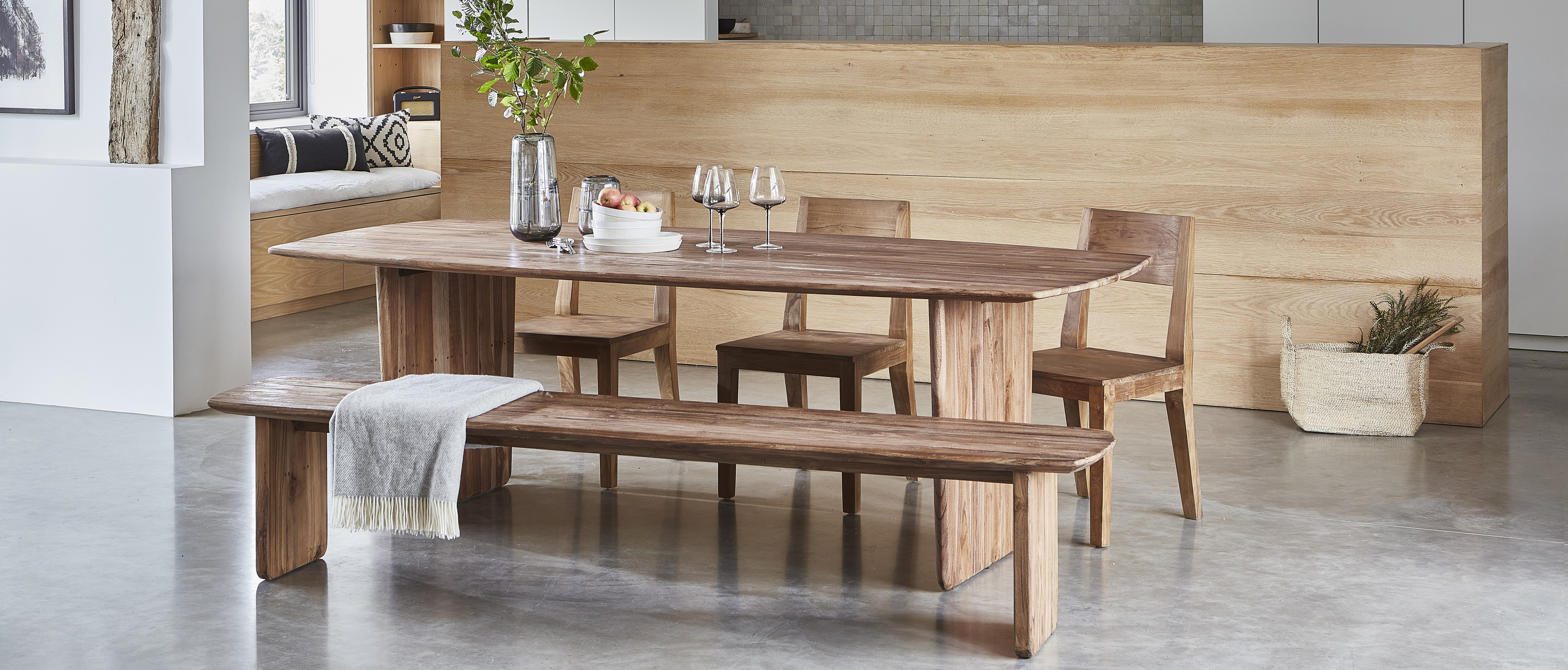 Neve dining table