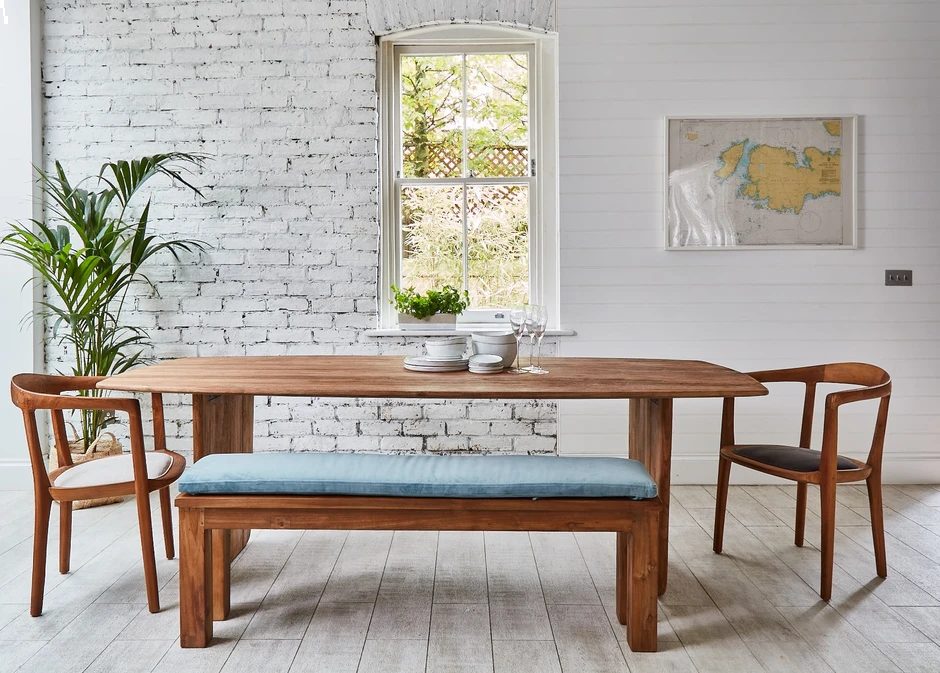 3 reasons why you need a wooden bench in your home