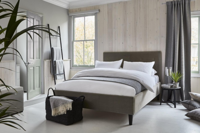 Newport bed with tranquil dawn door