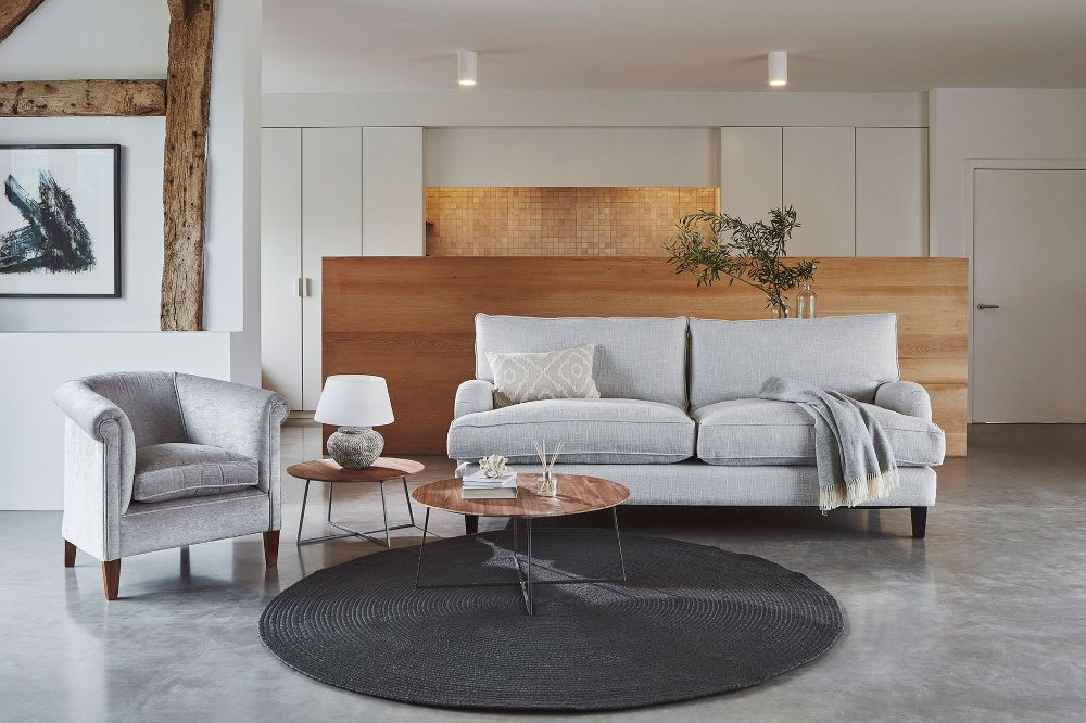 circular rug with tulsa sofa